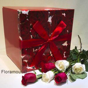 Espectacular Caja Cubo. Diseño Con 15 Rosas Seleccionadas. Montaje Vertical