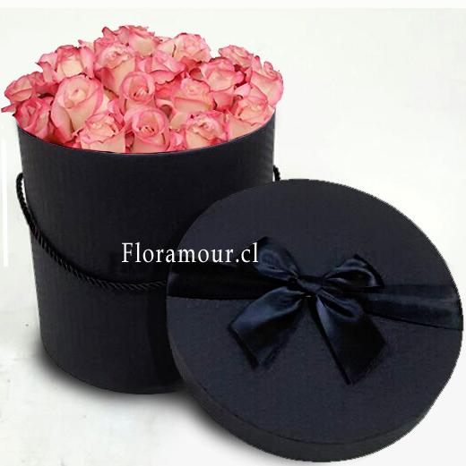 Caja Negra Redonda Con 21 Rosas Ecuatorianas.