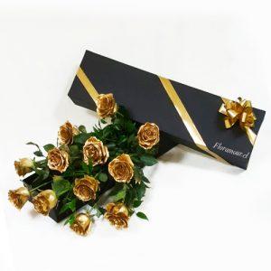 caja con rosas doradas